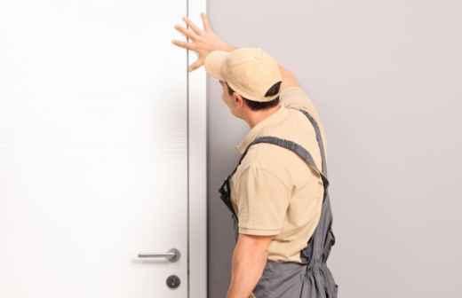 Qual é o preço de instalação e reparação de Portas em Viseu? Fixando