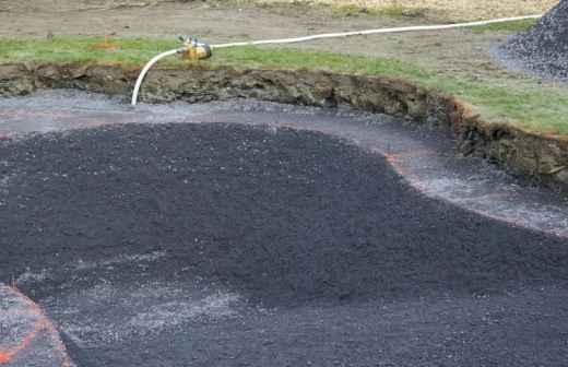 Construção de Piscina Abaixo do Solo - Escavadeira