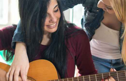 Aulas de Guitarra (para Crianças ou Adolescentes) - Folk