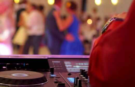 Wedding DJ - Loudspeaker System